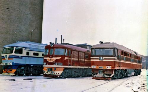 ТЭП70-0005, ТЭП60-0726 и ТЭП75-0001. СССР, Московская область, Коломенский тепловозостроительный завод. Прислал на TrainPix: ЕвРо. Дата: 1976 г.