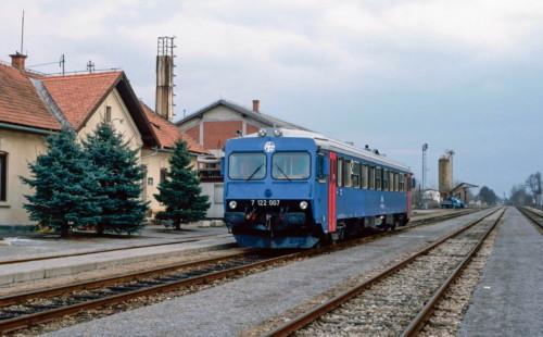 HŽ 7122 007. Словения, Lendava. Автор: Adrian Nicholls. Дата: 13 февраля 1997 г.