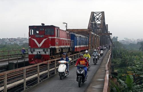 D12E-657. Вьетнам, мост Hanoi Long Bien. Автор: Youth With. Дата: 22 марта 2016 г.